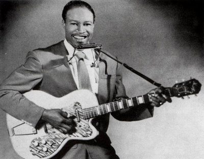 Jimmy Reed plays a Thin Twin.